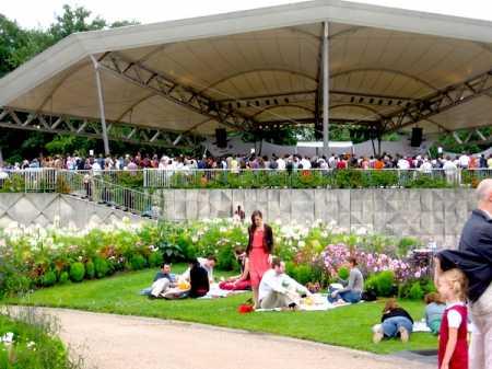 Music in the Park Paris Botanical Gardens